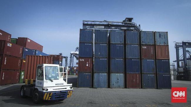 Pemerintah menyatakan akan hati-hati dalam menerapkan kebijakan pembatasan atau pengendalian impor agar nantinya kebijakan tersebut tidak dibalas negara lain.