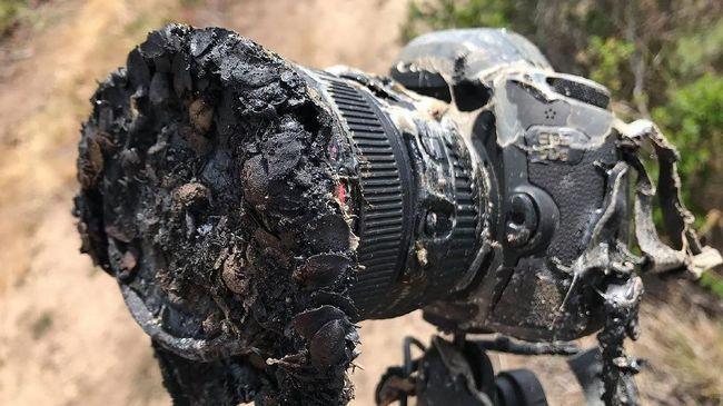 Kamera Canon 5D milik fotografer NASA meleleh setelah mengabadikan peluncuran roket SpaceX pada Selasa (22/5).