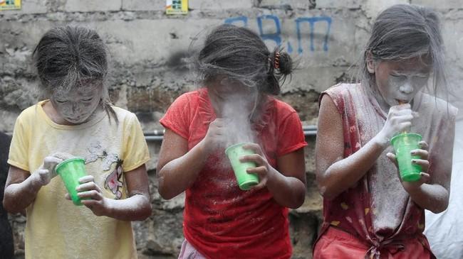 Pada foto unik pilihan CNNIndonesia.com pekan ini, ada foto pasien kanker di Puerto Rico hingga anak yang menjadi pengungsi dari Afghanistan.