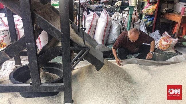 Menteri Koordinator Bidang Perekonomian Darmin Nasution menyebut impor dilakukan sebagai upaya menstabilkan harga beras agar sesuai harga eceran tertinggi.