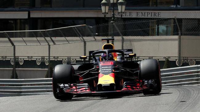 Pebalap Red Bull Racing Daniel Ricciardo merebut pole GP Monaco setelah mengalahkan pebalap Ferrari Sebastian Vettel di babak kualifikasi.
