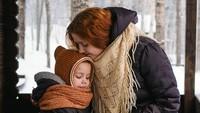 <p>Kasih sayang ibu yang sepanjang masa, nggak akan tergantikan oleh apapun. (Foto: Instagram/daria_gulenko) </p>