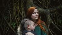 <p>Di pelukan bundalah, anak mendapat kenyamanan. (Foto: Instagram/vitaly_gulyaev) </p>