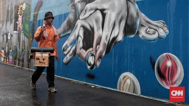 Warga Gang Abdul Jabar, Jagakarsa, punya cara sendiri untuk menyemarakkan Ramadan tahun ini. Mereka bergotong-royong membuat mural yang ciamik.