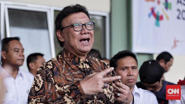 Mendagri Tjahjo Kumolo mempertanyakan keberatan Wali Kota Surabaya Tri Rismaharini soal pembayaran THR pegawai yang dibebankan ke APBD.