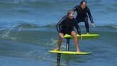 Foilboarding menjadi terobosan baru dalam kegiatan surfing pada tahun ini.