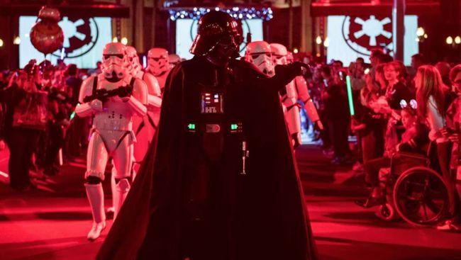 Lebih dari 800 properti film seri Star Wars, mulai dari kostum Darth Vader hingga lightsaber akan dilelang dalam acara virtual pada 26-27 Agustus mendatang.