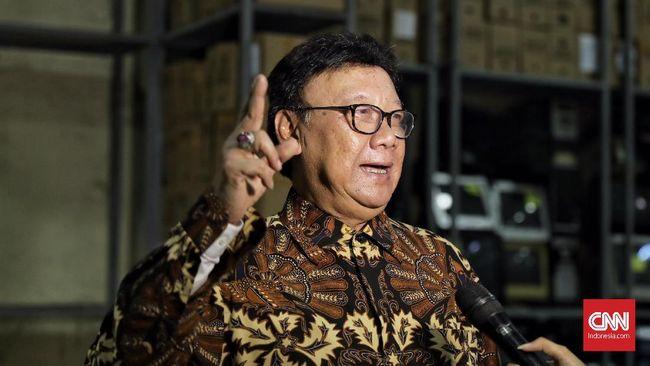 Mendagri Tjahjo Kumolo akan mengambil langkah terhadap PNS Pemkab Bekasi yang kena OTT setelah menerima laporan resmi dari KPK.
