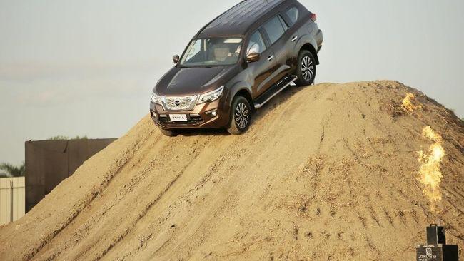 Model yang diuji adalah Terra 2.3V 2WD 7AT yang merupakan varian terendah yang diproduksi di Thailand.