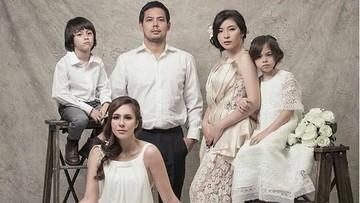 Quality Time Wulan Guritno Bareng Keluarga