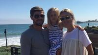 <p>Pemain bola yang berasal dari Inggris ini, menikahi istrinya, Alex Curran, sejak 2007. (Foto: Instagram/stevengerrard)</p>