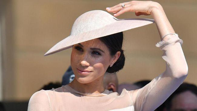 Aktris dan istri Pangeran Harry, Meghan Markle, memecahkan rekor dengan menjadi keluarga kerajaan Inggris pertama yang menjadi nomine Teen Choice Awards 2018.
