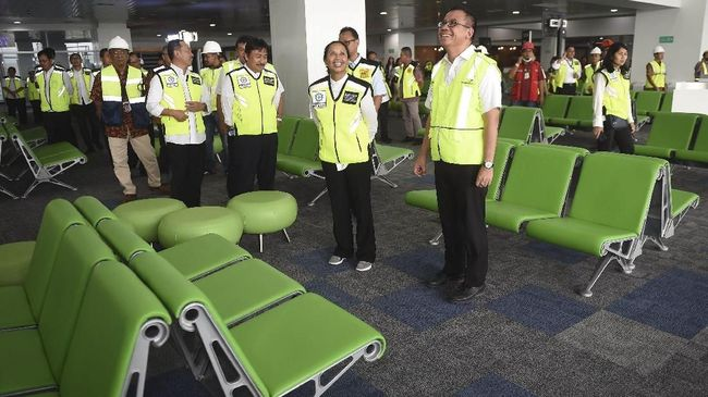 Terminal Baru Bandara Internasional Ahmad Yani Semarang, Jawa Tengah, beroperasi hari ini, Rabu (6/6), dan akan diresmikan Presiden Joko Widodo besok.