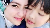 <p>Tahun ini Micah berusia 11 tahun. Bagi seorang ibu, waktu memang cepat berlalu. Kadang rasanya nggak rela anak begitu cepat besar, hiks. (Foto: Instagram @tiaivankka)</p>