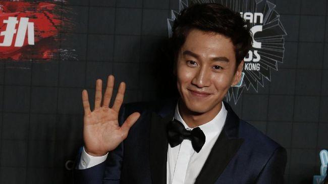 Kisah cinta Lee Kwang Soo dan Lee Sun Bin dimulai dengan saling goda di salah satu episode 'Running Man'.