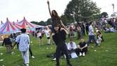 Salah satu acara yang dinantikan warga London tiap tahunnya adalah Field Day Festival, ketika mereka dapat menonton konser, bergembira, bak tinggal di desa.