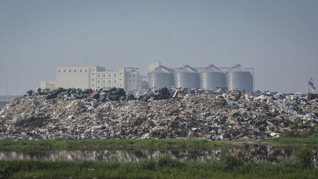 Selama lebaran sampah dari Jakarta yang dikirimkan ke TPST berkurang 5 ribu ton lebih per hari. Pasokan sampah akan normal 7 hari setelah lebaran.