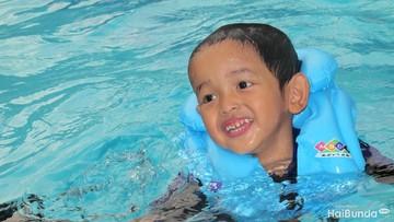 Tips buat Orang Tua agar Anak Aman Saat Berenang