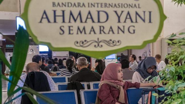 Imbas banjir yang menggenangi landasan pacu, 21 jadwal penerbangan di Bandara Internasional Ahmad Yani Semarang digeser ke esok hari.