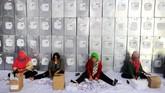 Pilkada serentak di 171 wilayah se-Indonesia tinggal 20 hari lagi. Segenap sumber daya di seluruh Indonesia pun dikerahkan guna mempersiapkan logistik pemilu.