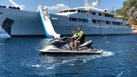 <p>Summer happy banget diajak main speadboat oleh ayahnya. (Foto: Instagram/johnterry) </p>