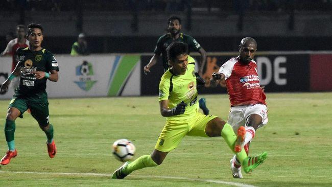 Persebaya Surabaya meraih kemenangan dramatis atas Persipura Jayapura lewat gol tunggal David da Silva pada lanjutan Liga 1 2019.
