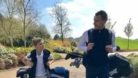 <p>Untuk quality time-an sama jagoan ciliknya, Georgie, Terry sering ngajak main golf nih, Bun. (Foto: Instagram/johnterry)</p>