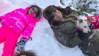 <p>Mariah bersama si kembar Moroccan dan Monroe yang sekarang berumur 7 tahun. Moroccan dan Monroe adalah buah hati Mariah dari pernikahannya dengan Nick Cannon. (Foto: Instagram/ @mariahcarey)</p>