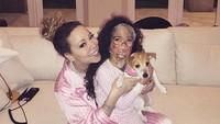 <p>Ladies night! Kompaknya Mariah bersama si gadis kecil. (Foto: Instagram/ @mariahcarey) </p>