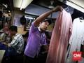 FOTO: Berkah Lebaran Penjahit Baju Pasar Atom