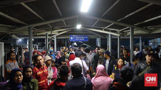 ASDP Merak mencatat telah menyeberangkan 682.446 penumpang pada H-7 atau 29 Mei 2019 hingga H-3 atau 2 Juni 2019.