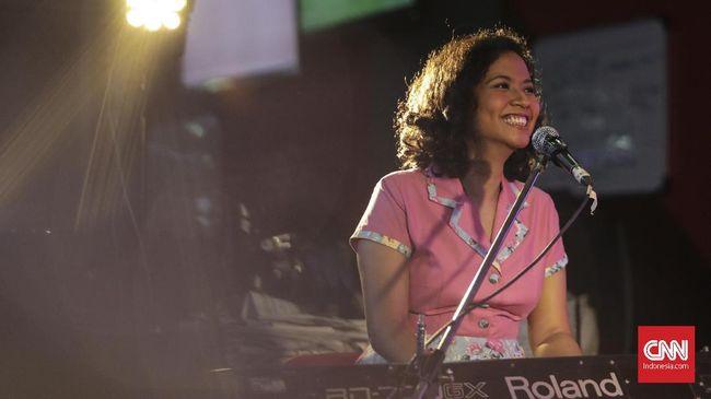NonaRia tengah menyiapkan album kedua, yang tema lagu-lagunya bakal diangkat dari fenomena sosial, seperti pelecehan seksual yang pernah mereka alami sendiri.