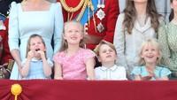 <p>Putri Charlotte bersama sepupunya, Savannah Phillips, dan Pangeran George happy banget nih. (Foto: getty images)</p>