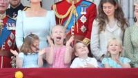<p>Hmm, sapuan angin bikin rambut Putri Charlotte menutupi wajahnya. (Foto: getty images)</p>