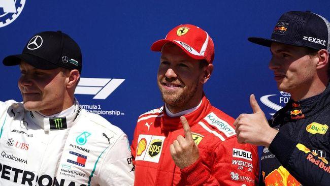 Pebalap Red Bull, Max Verstappen, sukses memanfaatkan petaka pada mobil duo Mercedes untuk merebut kemenangan di GP Austria.