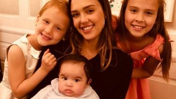 Momen Manis Jessica Alba bersama Anak-anaknya