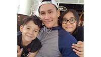 <p><strong>Marcelino Lefrandt</strong><br /><br />Marcelino Lefrandt yang berperan sebagai ayah Lala di sinetron Bidadari sudah tiga tahun bercerai dengan Dewi Rezer. Marcelino memiliki dua anak yang cantik dan ganteng lho, Bun. Meski Marcelino dengan Dewi sudah bercerai, ia mengaku hubungan mereka masih baik. (Foto: Instagram @marcelinolefrandt)</p>