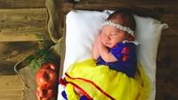 <p>Snow White yang satu ini udah makan apelnya belum ya? Kok udah tidur. Hi-hi-hi. (Foto: Instagram/@joedangelophotography) </p>