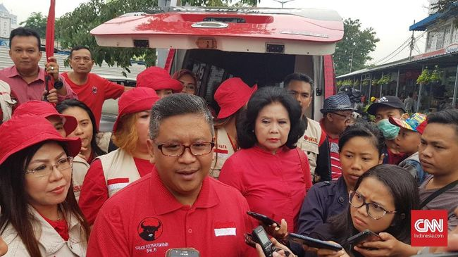 Sekjen PDIP Hasto Kristiyanto mengatakan para relawan akan diberi tugas mengampanyekan Jokowi-Ma'ruf baik secara langsung maupun di media sosial.