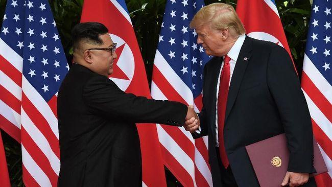 Setelah segala kesimpangsiuran, Donald Trump dan pemimpin tertinggi Korea Utara, Kim Jong-un, dipastikan akan kembali bertemu pada akhir Februari mendatang.