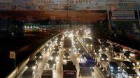 Permalink to Ada Pembangunan, Tol Jakarta-Cikampek Macet 2 Km