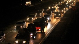 Dua Arus Tol Sebabkan Kemacetan Jakarta-Cikampek
