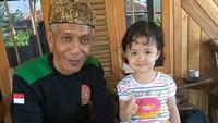 <p>Masak ketupat sama kakek? Seru juga lho. (Foto: Instagram/@vanzsyah) </p>