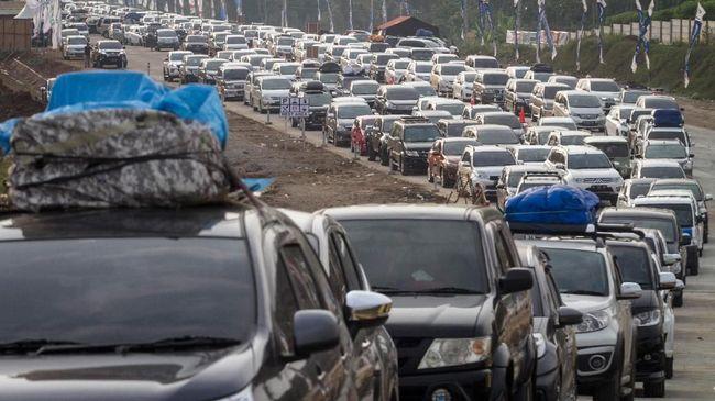 PT Jasa Marga memprediksi puncak arus mudik Tahun Baru 2020 terjadi hari ini, Sabtu (28/12).