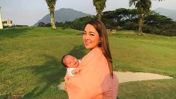 So Cute! Saat Dua Anak dr Reisa Broto Asmoro Saling Peluk