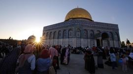 Pengurus Masjid Al-Aqsa Menentang Larangan Ibadah Israel