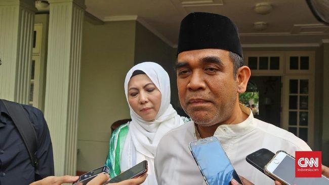 Sekjen Partai Gerindra Ahmad Muzani menilai Presiden Joko Widodo tak boleh melibatkan TNI dan Polri untuk ikut menyosiasikan pencapaian pemerintah.