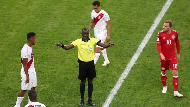 Metode Video Assistant Referee (VAR) merupakan metode baru di Piala Dunia 2018. Berikut tata cara penggunaan VAR di Piala Dunia.