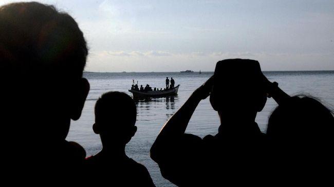 Satu kapal pembawa tenaga kerja Indonesia dilaporkan karam di perairan Johor, Malaysia, menewaskan setidaknya satu orang pada Senin (2/7) dini hari.