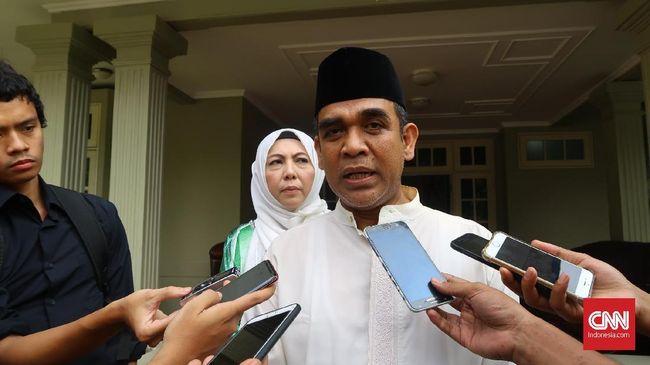 Sekjen Gerindra mengungkapkan pihaknya menjalin komunikasi intensif dengan parpol yang masuk koalisi Jokowi. Ia pun mengklaim akan ada yang merapat ke Prabowo.